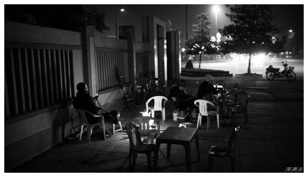 Keeping warm in Vinh | 5D Mark III | 35mm 1.4