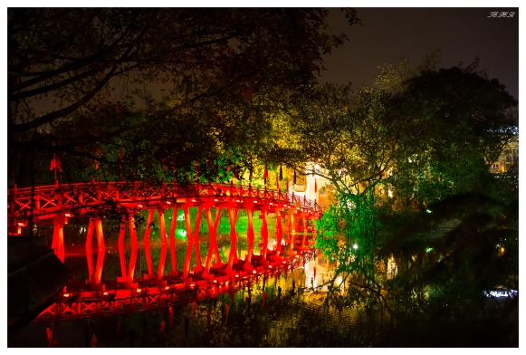 Bridge to Den Ngoc Son. 5D Mark III   50mm 1.4.