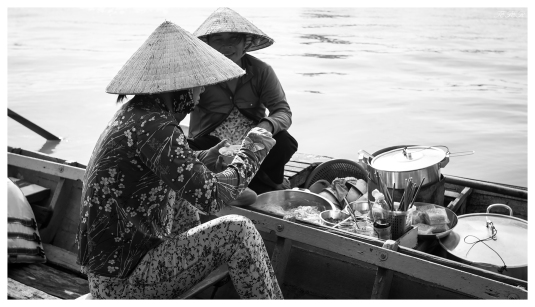 Mobile lunch boat   7D   16-35mm 2.8L II