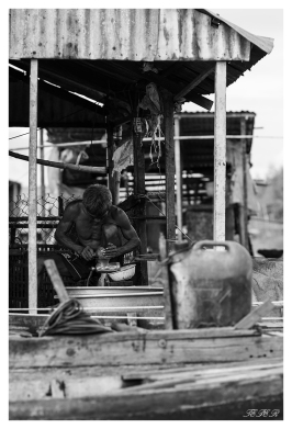Man at work in the Delta   7D   85mm 1.4