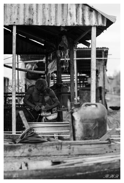 Man at work in the Delta | 7D | 85mm 1.4
