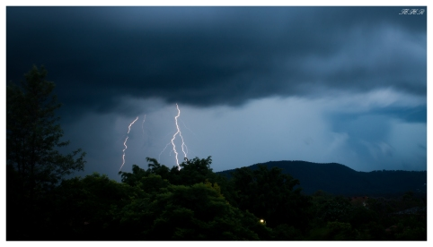 Lightning over Brisbane | 400D | 24-70mm 2.8