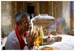 Elder in prayer | 7D | 16-35mm 2.8L II