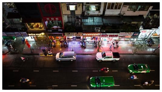 Saigon, 5D3   24mm 1.4A   f2   iso1000