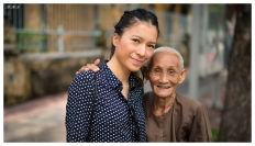 Little old lady in Saigon. 5D3 | 50mm 1.4A | f1.4