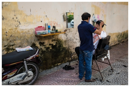 Street hair-doo. Saigon. 5D3   35mm 1.4A   f2.8