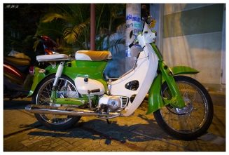 Honda Cub, Hoi An. 5D3 | 24mm 1.4A | f1.6 | iso1000