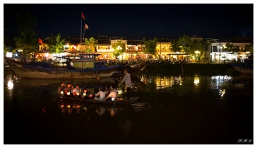 Another romantic evening in Hoi An. 5D3   24mm 1.4 Art   f1.4   iso5000