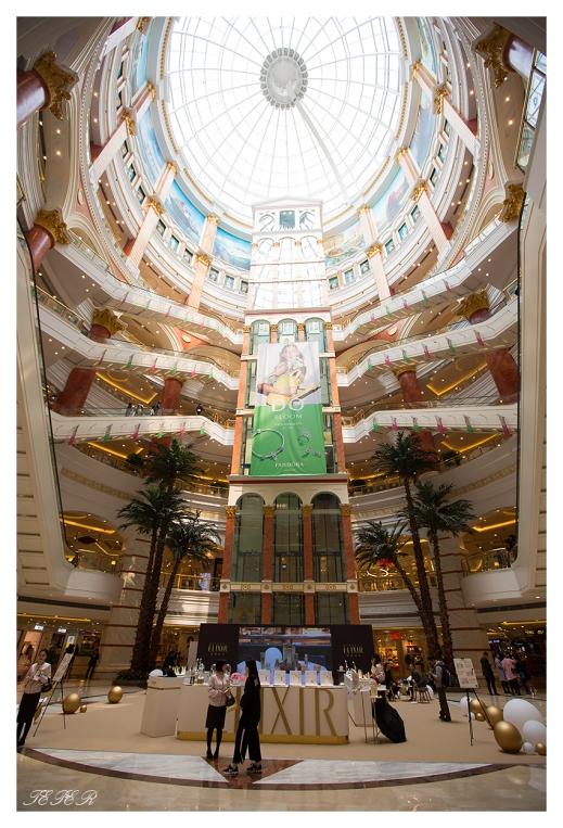 Shopper's Paradise, Shanghai. 5D Mark III   16-35mm 2.8L II