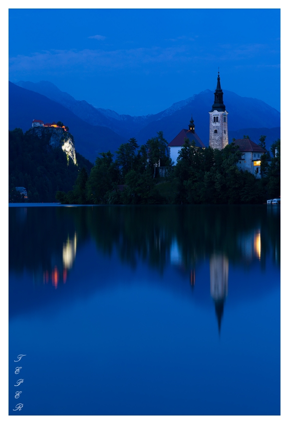 Lake Bled at dusk. 5D Mark III | 85mm 1.2L II | B+W CPL | Lee Pro Glass 0.9 ND