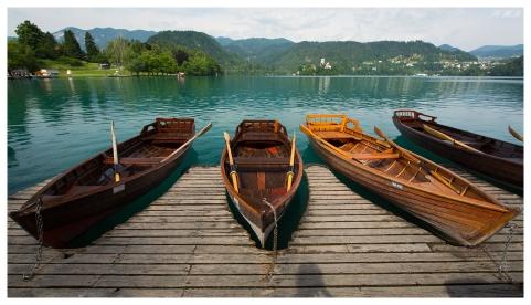 Boats on the lake. 5D Mark III | 16-35mm 2.8L II
