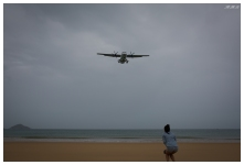 The aircraft fly straight over the beach. 5D Mark III | 35mm 1.4 Art