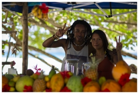 Making friends on La Digue, Seychelles. 5D Mark III   85mm 1.2L II